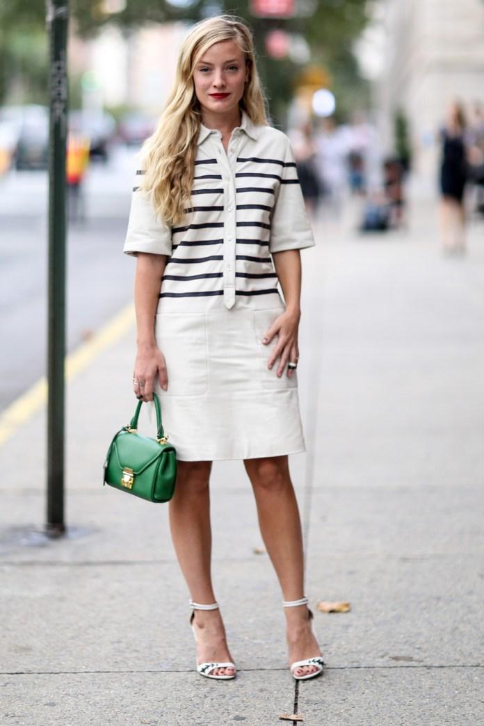 Модное платье рубашка с декором полоски