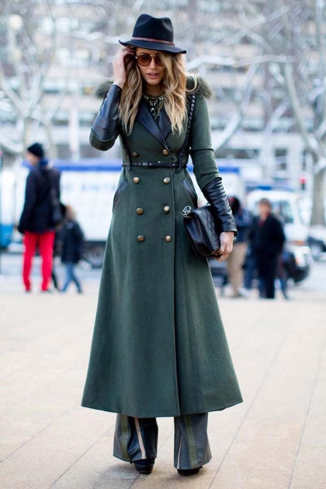 Приталенное длинное женское пальто – фото новинка сезона