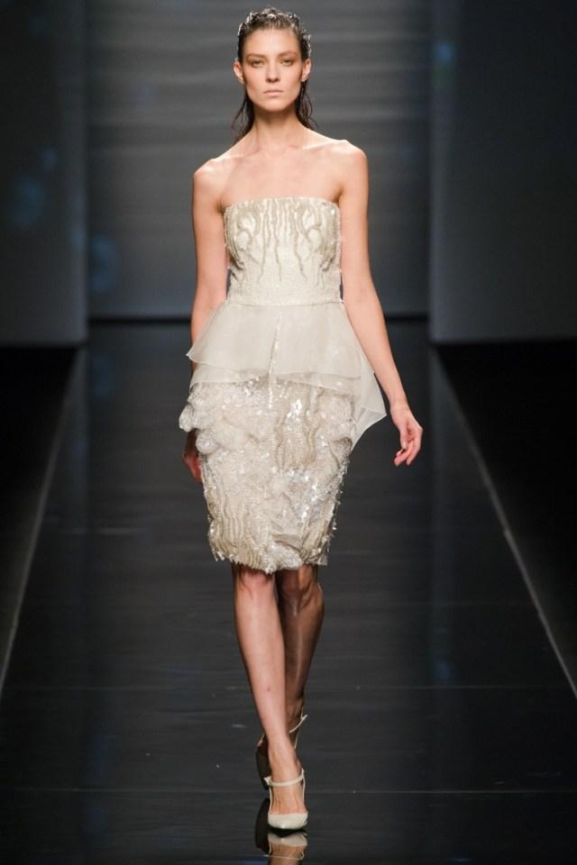 Модное коктейльное платье — фото новинка от Alberta Ferretti весна-лето