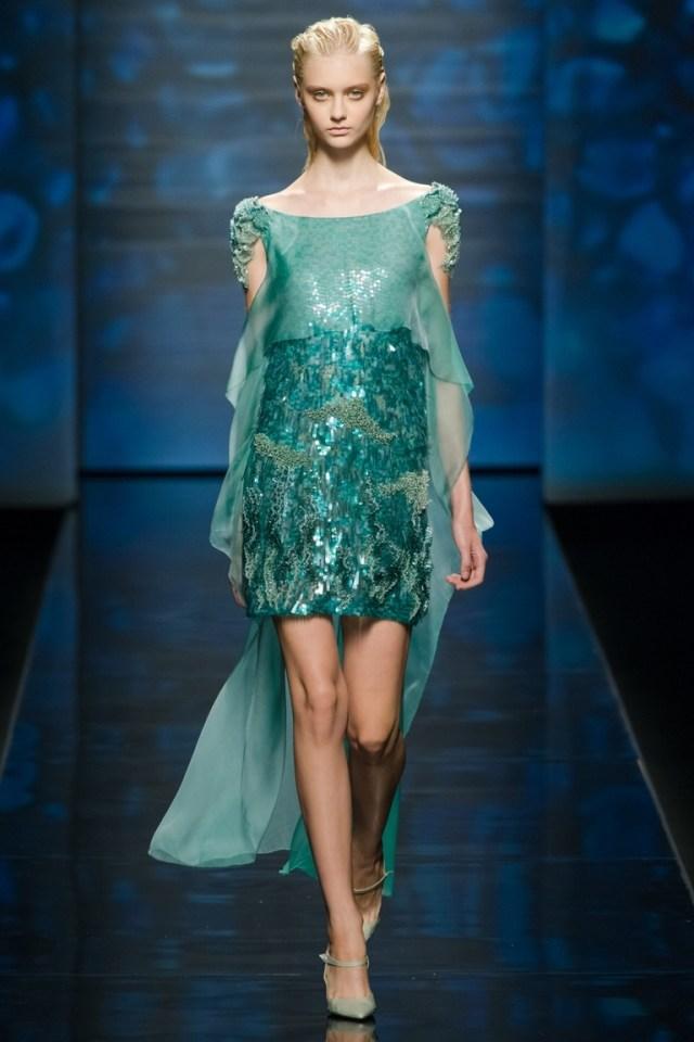 Длинное бирюзовое модное платье — фото новинка от Alberta Ferretti весна-лето