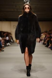 Модная шуба с широкими рукавами осень-зима 2014-2015 – Chapurin