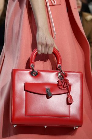 Красная модная сумка 2015 фото Christian Dior