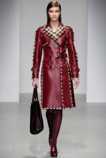 Кожаный модный плащ красного цвета - Daks