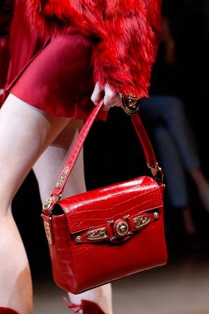 Модная красная сумка осень-зима 2014-2015 – фото Versace