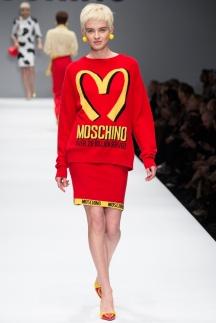 Веселая модная кофта осень-зима 2014-2015 - Moschino