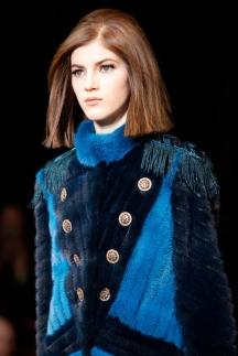 Модная прическа без челки осень-зима 2014-2015 – Versace