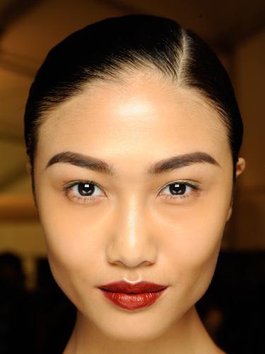 Модный макияж осень-зима 2014-2015 с акцентом на яркие губы - Naeem Khan