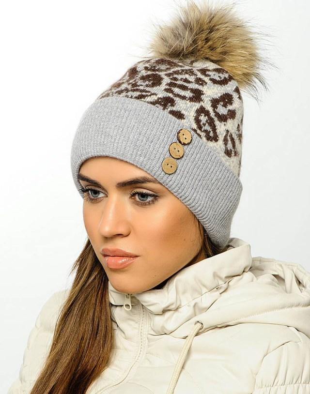 Модная женская шапка с помпоном