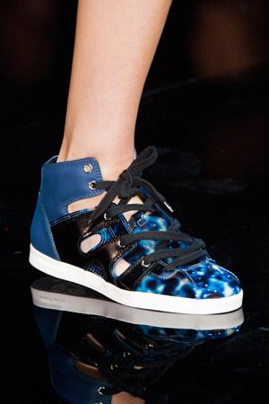 Модные синие туфли-кеды весна лето 2015 от Emporio Armani