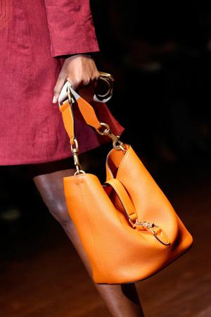 На фото: модная сумка Gucci весна-лето 2015