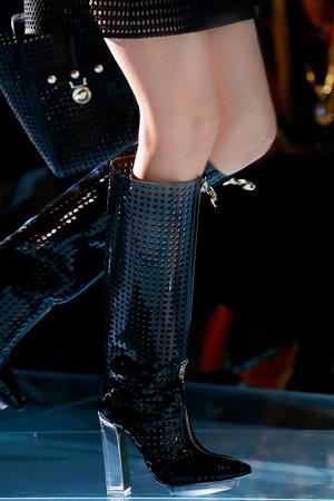 Модные сапоги Versace