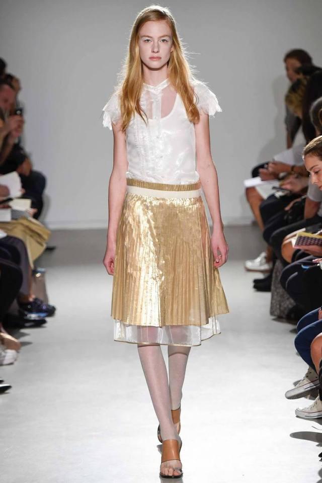 Модная блузка весна лето в романтическом стиле с золотистой юбкой – фото новинка от Veronique Branquinho