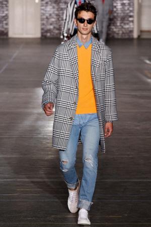 Мужское модное пальто в клетку с джинсами в стиле casual – мужская мода 2015 Ami