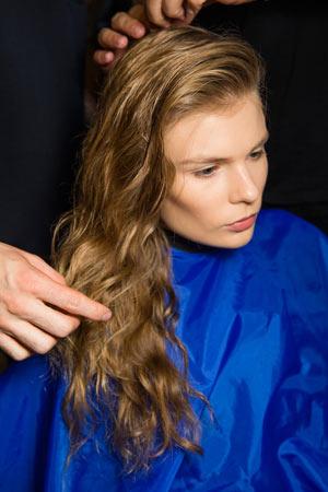 Самая модная прическа весна лето 2015 – длинные распущенные волосы – Anthony Vaccarello