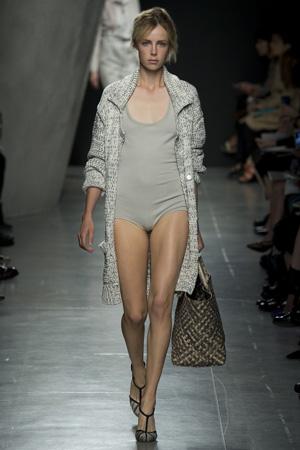 Серый модный слитный купальник весна лето 2015 - Bottega Veneta