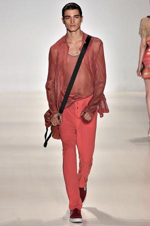 Мужская модная одежда 2015 красного оттенка – Custo Barcelona