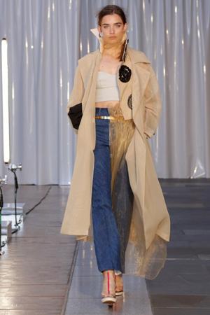Расклешенные модные джинсы весна лето 2015 с модным плащом – Toga