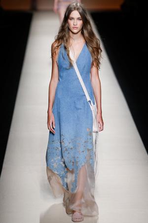 Джинсовый модный сарафан весна лето 2015 – Alberta Ferretti