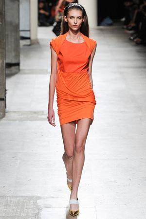 Оранжевое платье весна лето 2015 Barbara Bui