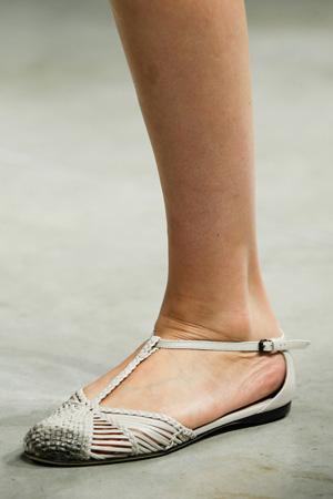 Модные босоножки 2015 на плоской подошве плетенки - Bottega Veneta