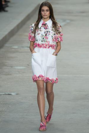 белое платье Chanel весна лето 2015 с цветами