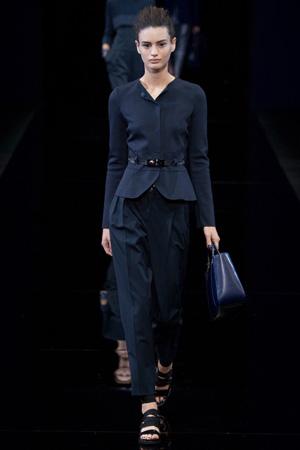 Модный приталенный пиджак с поясом весна лето 2015 - Emporio Armani