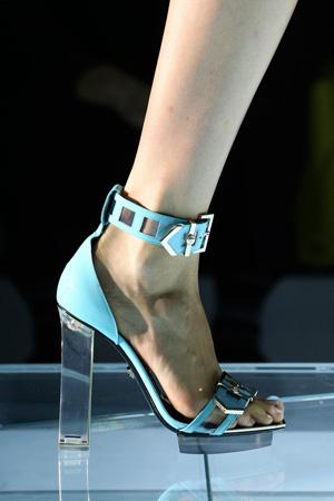 Модные босоножки 2015 на прозрачном каблуке – Versace