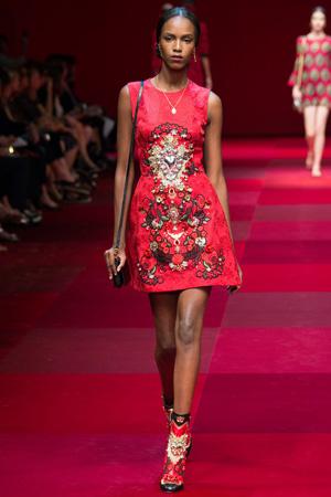 Красное приталенное модное платье весна лето 2015 Dolce & Gabbana