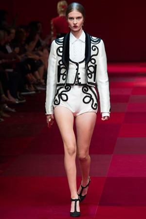 Костюм «Тройка» с пиджаком, жилетом и шортами – фото Dolce & Gabbana весна лето