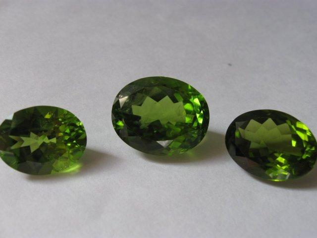 Зеленый камень гранат