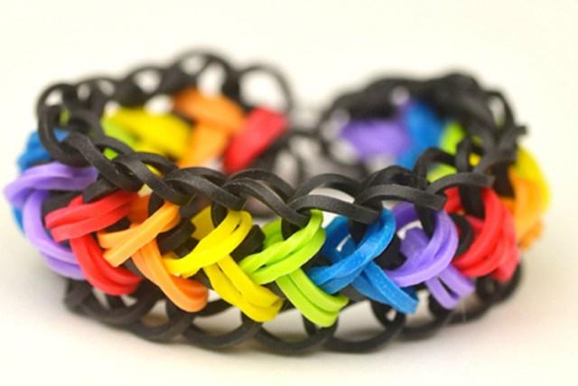 Плетение браслетов из резинок на станке