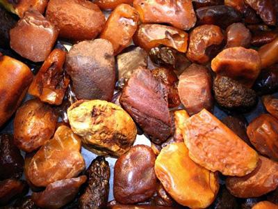 Боккерит – камень янтарь непрозрачный и очень упругий