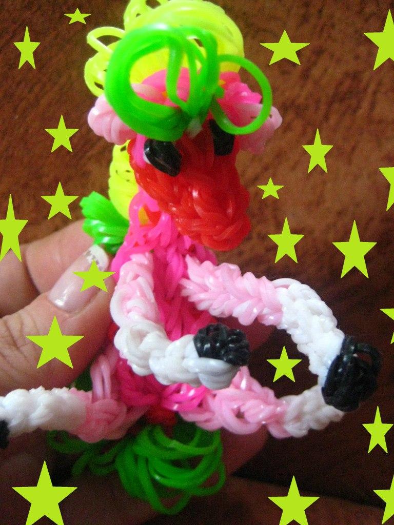 A ló egy gumi játék. Szerző - Stas Plutata