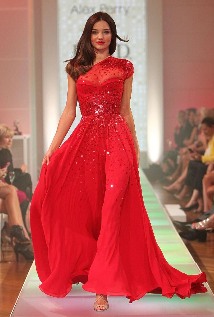 Вечернее длинное красное платье