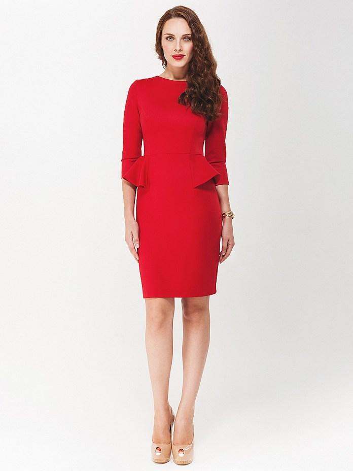Роскошное красное платье с элементами баски по бокам