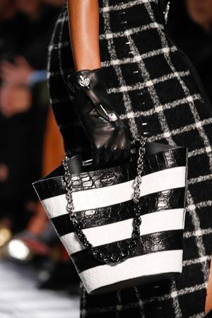 Черно-белая модная сумка осень-зима 2015-2016 фото – Balenciaga