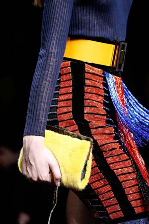 Модная маленькая меховая сумка осень-зима 2015-2016 с мехом – фото Balmain