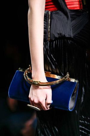 Синяя модная сумка с короткой ручкой осень зима 2015 2016 фото – Balmain