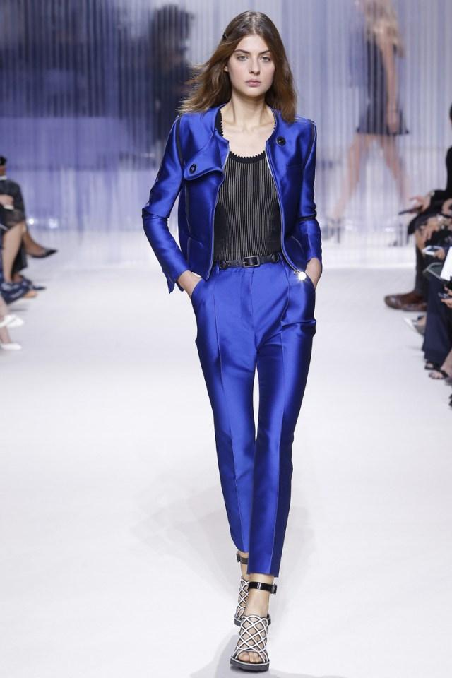 Самый модный цвет 2016 года – это синий. Модные брюки синего цвета – коллекция Carven весна-лето 2016.