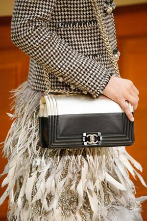 Модная сумка осень зима 2015 2016 Chanel с цепочкой через плечо