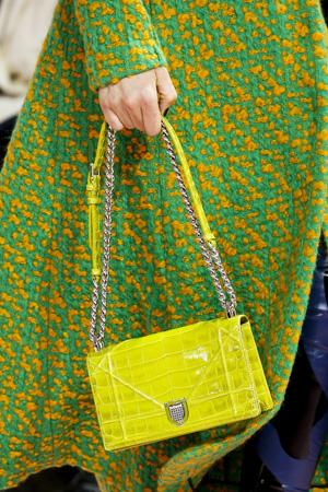 Желтая модная сумка зима 2016 на цепочке – фото Christian Dior