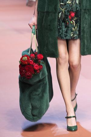 Большая меховая модная сумка осень зима 2015 2016 – фото Dolce & Gabbana