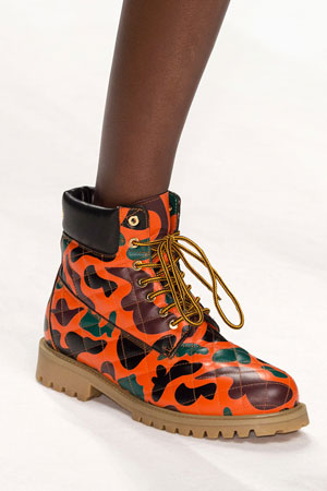 Яркие оранжевые модные туфли ботинки осень-зима 2015-2016 фото Moschino