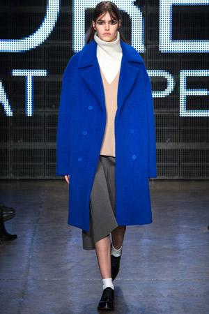 Синее модное пальто осень-зима 2015-2016