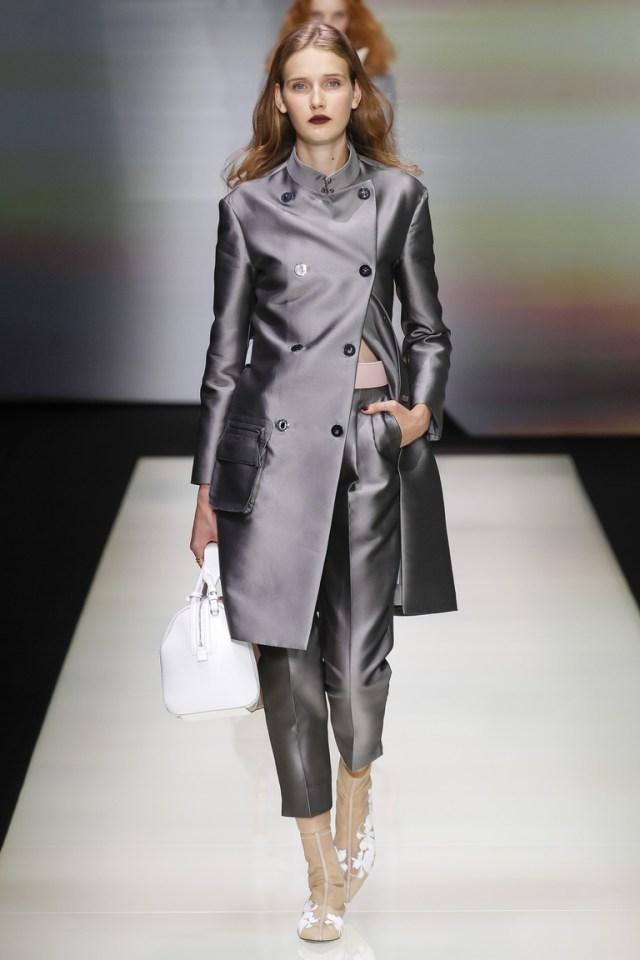 Серый блестящий модный плащ 2016 – фото Emporio Armani