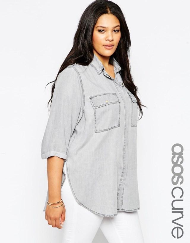 Спортивная мода 2016 для полных женщин: джинсовая рубашка больших размеров - ASOS CURVE, цена 4 117,63 руб.