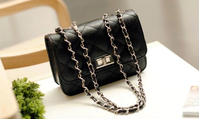 Маленькая сумка черного цвета