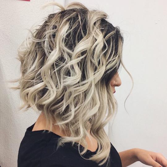 Прически с волнистыми волосами: Необычная укладка