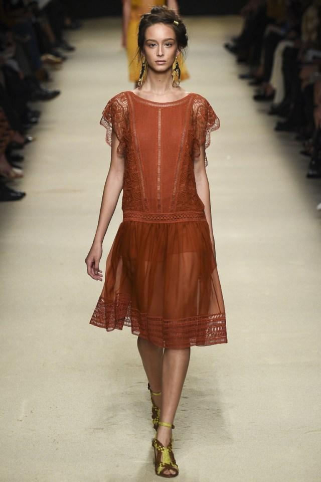 Рыжее модное кружевное платье 2016 – фото новинки от Alberta Ferretti