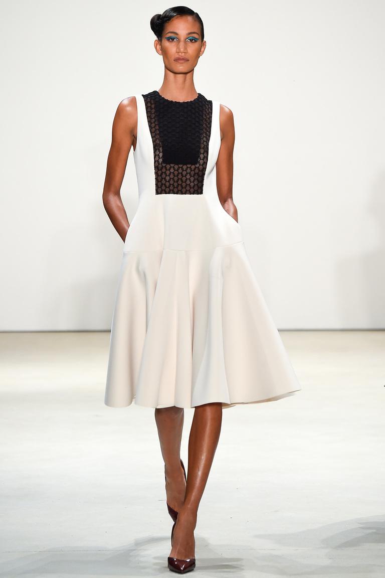Платье короткое модное